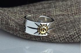 S925纯银雄鹰太阳光芒开口戒指,雄鹰太阳光芒开口戒指情侣戒指一般戴在无名指上,工艺精湛,鬼斧神工值得永久收藏