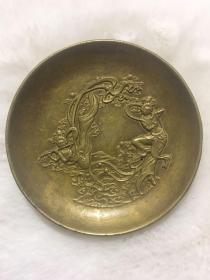 乾隆年制底款  飛天仙女純銅盤子一個  直徑約8.8厘米,高約2厘米,重247克