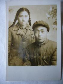 老照片:五十年代的青年夫妇合影照