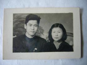 六十年代的中年夫妇合影照