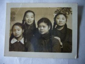五十年代的女青年合影照