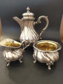 西洋 欧洲古董 德国 餐具 800 银器 3个合售 手工制作 内部镀金 壶高21cm 532克 罐高6.8cm 198克 奶罐高8.5cm 181克(可以单卖)