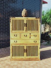 高度130-宽度88-厚度39本品选用百年极品老榆木风华门板为原材料,采用纯榫卯结构制作而成,用纯铜件搭配更显高档