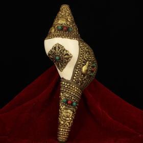 西藏寺院收老纯手工打造天然海螺镶嵌宝石包铜皮鎏金右旋法螺 法器 镇宅辟邪 重1043克 宽15厘米 长35厘米