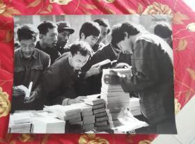 【超珍罕 黑白照片:求知 已故湖北省摄协第六、七、八届副主席 黄春晖摄影 尺寸较大 45厘米X38厘米 】 ==== 80年年代