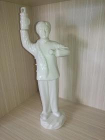 德化瓷:红灯记李铁梅高举红灯瓷像!