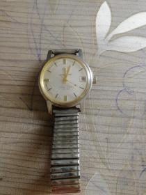 八零年代南京钟山牌手表,全钢防震,表玻璃有裂口,有日历框,上链正常走时,很有时代感表盘直径33MM