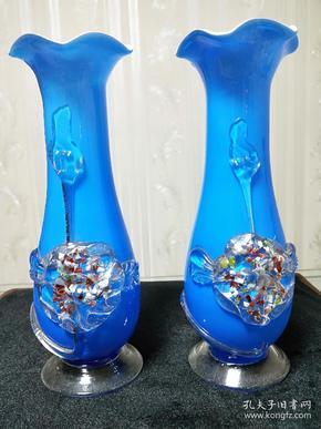 七八十年代婚嫁嫁妆、蓝色堆花琉璃花瓶一对,摆件收藏。