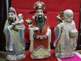 80年代出口东南亚华人区的创汇产品--手绘描金《福禄寿》彩绘瓷一套三件。陶瓷摆件(保存完整,彩绘描金,粉润吉祥)