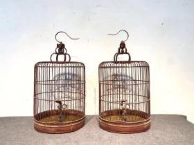 清代,竹制 鸟笼儿竹器鸟笼一对,包浆一流 红润光泽。茶室挂一鸟笼儿 ,闲暇养鸟 喝茶 惬意人生[愉快][愉快]   尺寸:40/80cm高