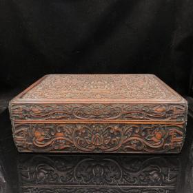 清代老花梨木滿雕工纏枝紋儲物盒一個 長36厘米, 寬29 厘米 高12 厘米。