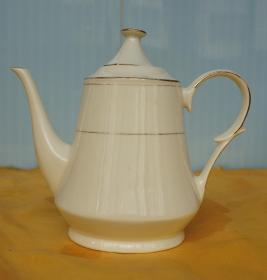 茶壶高13厘米最大腹径8厘米 枣庄鲁南瓷厂出品 A10