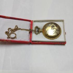 瑞士尼维达镀金怀表。