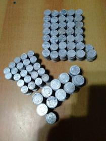 硬分币1370枚左右合售:一分硬币434枚左右+二分硬币729枚左右+五分硬币209枚左右