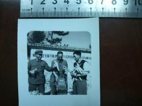 50年代老照片展示玉米剥脱粒机