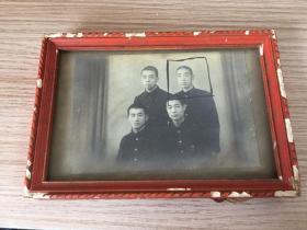 民國日本《青年合影》照片一枚,木制相框裝裱