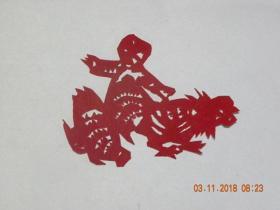 山西民间老艺人剪纸《喂鸡》(文革年代)