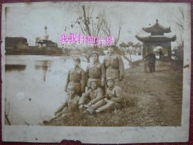 """老照片:扬州瘦西湖——五亭桥、白塔,解放军——军大学员合影。背题""""林福,赠林法兄,留念"""""""