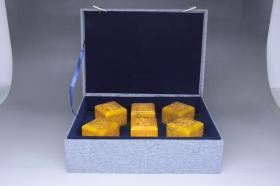 旧藏 田黄石龙纹满工印章摆件,尺寸8.0*6.0*8.0厘米,重量3910克,细节图如下