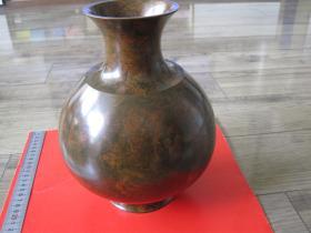 日本购回《斑铜工艺大瓶铜质好》外形优雅,包浆老旧有一定年份,重约1公斤