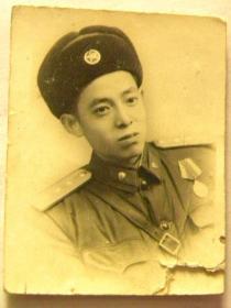 1955年穿上尉军服留念照