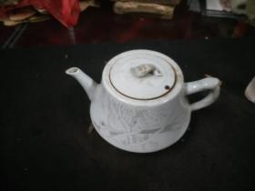 极美刻花茶壶一把
