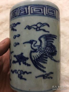 早年手繪青花飛鳥筆筒一個   高11厘米·筆筒口徑7.8厘米,