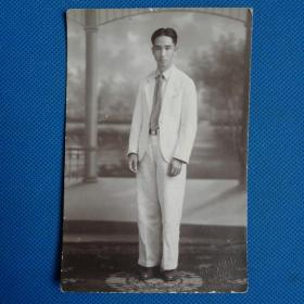 民国男子站立明信片照片