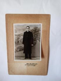 周培源   北京大学校长  1948年于上海照片,后有毛笔书写年代,保真