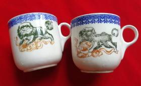 特价民国手绘三彩狮子狗图案的茶杯水杯一对包老全品少见品种