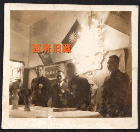 民国老照片,给曙轩处长和太太,王恩溥刘凤珍敬赠,结婚场景永结同心,大霓虹灯喜字