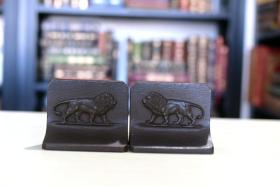 书立一对《Lions 雄狮》约1920~1930 年代出品 铁质精工铸造 书房摆件 收藏精品