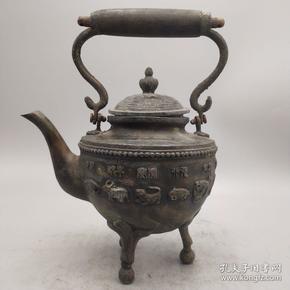 民國九年·純銅三足十二生肖酒壺一把   造型奇特,雕工好,品完美,高21厘米 寬13.5厘米  長16厘米 重846克。