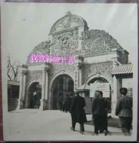 老照片:早期,北京动物园大门,有长颈鹿展【胜乐灿烂系列】