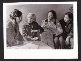 70年代中国现代妇产科奠基人林巧稚教授鼓励青少年好好学习