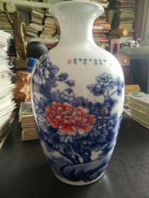 景德镇制精美小瓷花瓶
