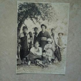 光绪年间日本占领台湾,拍摄台湾屏东,泰雅族人,原始部落,珍贵历史银盐老照片原张。