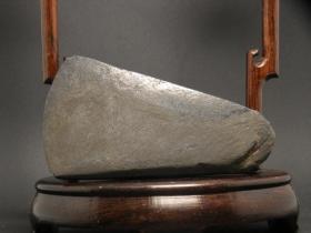红山石斧,原始人磨制石斧,远古红山文化石斧,红山玉器石斧,大汶口文化龙山文化红山文化石斧头包浆醇厚,沁色自然,神韵十足,红山石器中之珍品,可遇不可求,难得一见