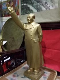 《伟大领袖毛主席》毛主席挥手我前进  名家陶瓷塑像-手制陶艺精品(罕见的古铜金釉色塑像,更显毛主席金身不倒,毛泽东思想永放光芒)     附有作品收藏证书     中国陶瓷艺术大师的特制精品,是红色文化收藏之首选