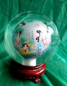 高級手工繪十二金釵內畫水晶球     河北衡水 非物質文化遺產   ,直徑12cm,包括底座高15cm。重1596克。