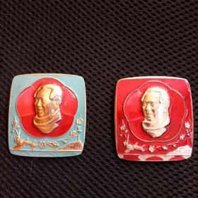 大文革时期,毛主席万岁,少见梅花四方形革命圣地铅章红绿一对共两枚。