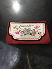 民国时期手工刺绣肚兜兜 花卉动物图案