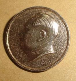 毛主席像章【背面是:广州6】1.9CM银色、品相以图片为准
