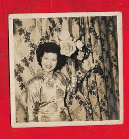 1950年【美女旗袍照片】一张。品如图。