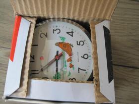 全新《白鸽牌机械闹钟 》走时打钟很准,纯铜制机心,每妙鸡头动一下
