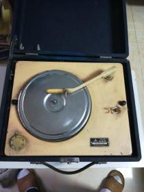 上海206A型电唱盘(三相插头)能转
