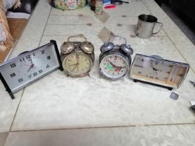 闹钟(四个同售)秒针可走动,走时不准,闹铃正常打铃,品相如图(作配件售卖