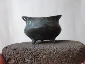 很老的小小铜炉