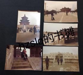 【彩色老照片】1970年代北京天坛公园各主要景点的游人及周边景象,包括祈年殿、皇穹宇、拜台等。早期彩色照片极为少见且内容独特品质佳、实为收藏佳品