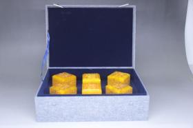 旧藏 田黄石龙纹满工印章摆件,尺寸7.5*6.0*6.0厘米,重量3885克,细节图如下